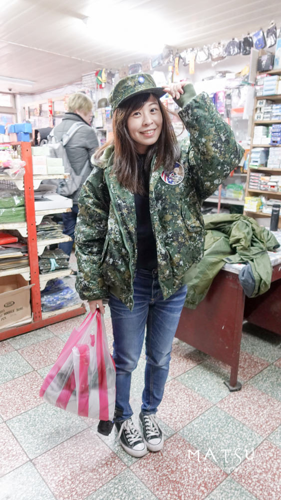 馬祖超好買!真正阿兵哥的軍用品店│竟然在國新網咖買到F-16迷彩外套