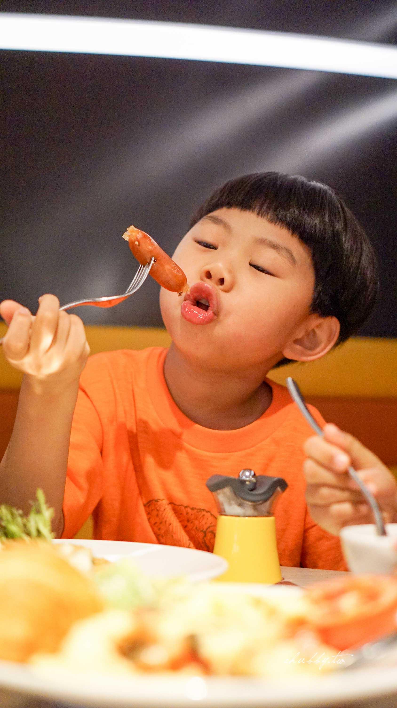 城市裡的城堡。Aloft Taipei Beitou 台北北投雅樂軒酒店:讓城堡滿足小孩的夢想吧!
