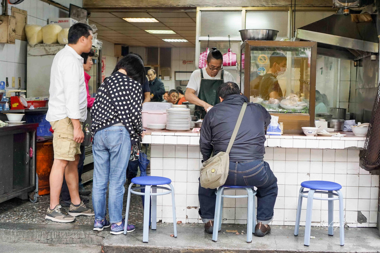 我們的結婚登記大餐:必比登推介。賣麵炎仔金泉小吃店,紅燒肉必點!