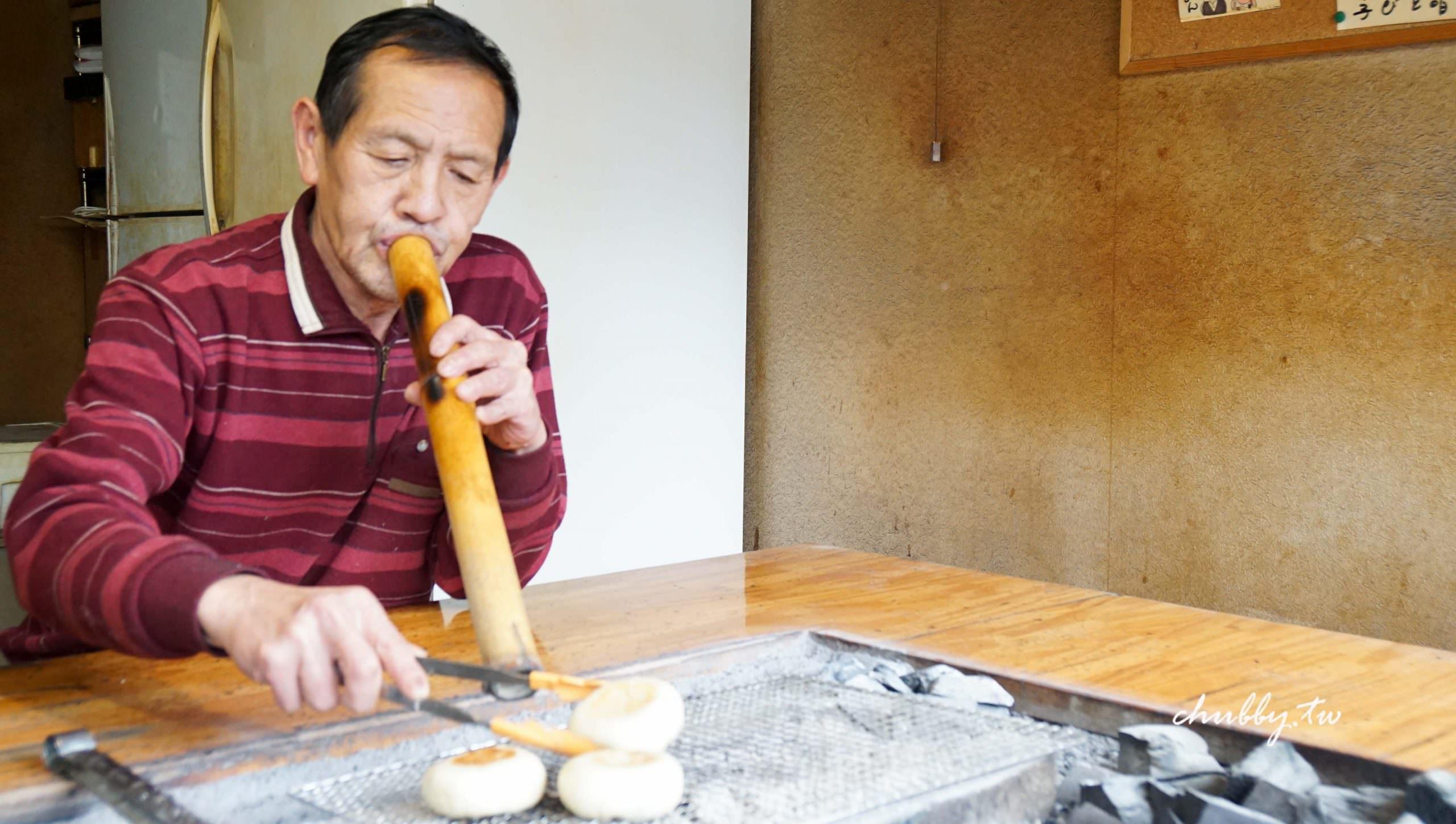 昼神溫泉必吃御燒:おやき工房えんまん,老爺爺用竹子吹烤的御燒(日式煎餅),超多口味現烤現吃!
