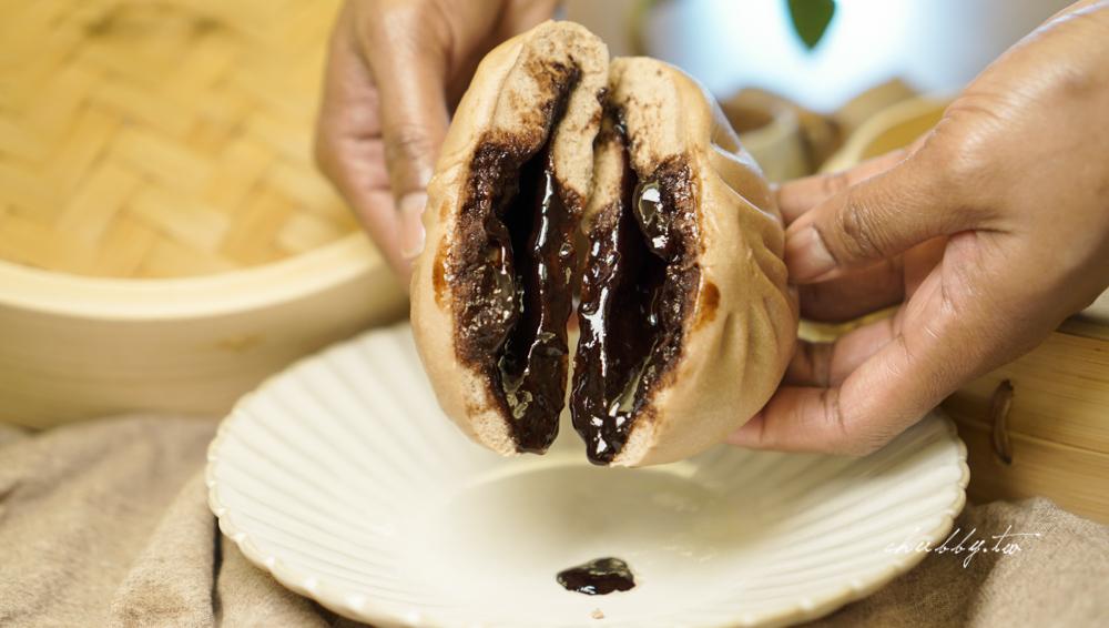 老兵手工包子│新莊人氣排隊美食:推薦爆漿流滿手的巧克力包、蛋黃肉包噴汁餡多~