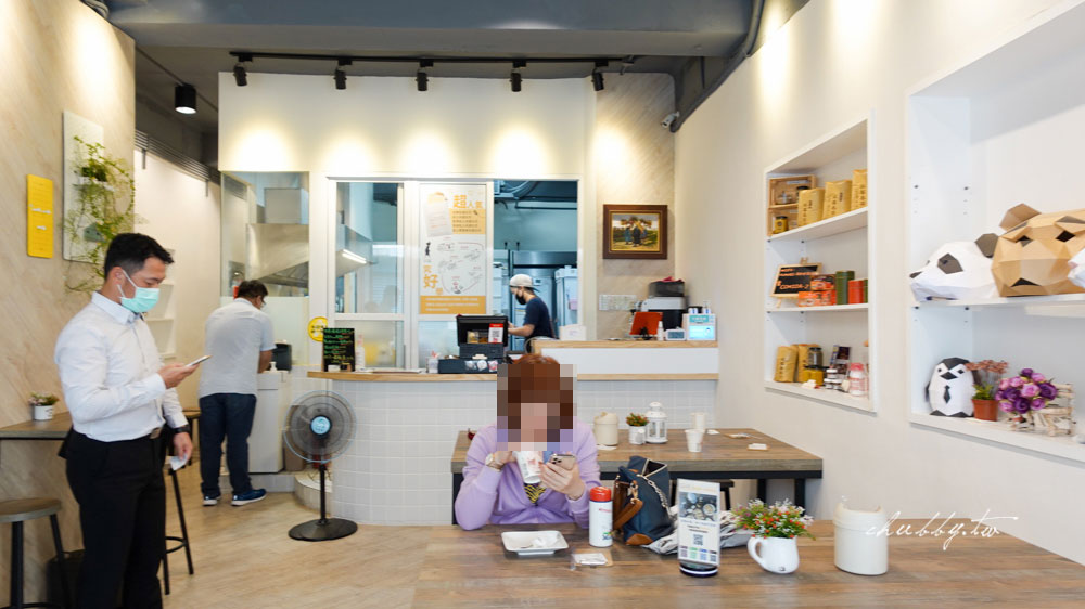 可蜜達吐司北門店│黃金流汁蛋黃+雙重起司肉排土司,偏貴但是值得一試,炭燒紅茶必喝!