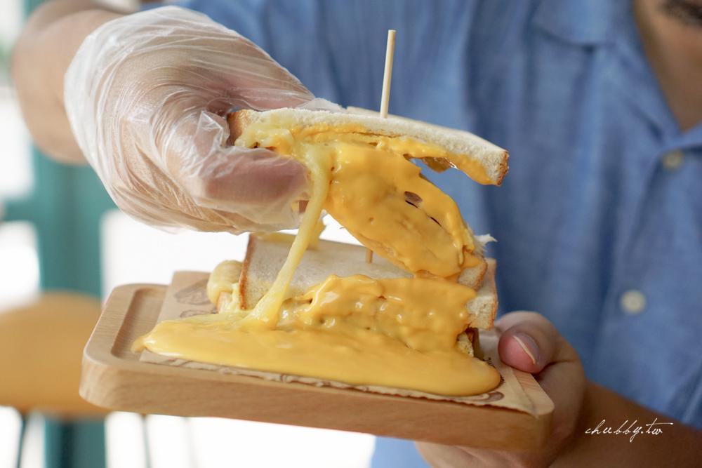 富士商號│三峽爆紅早餐,超有特色的富士山主題肉蛋土司!臭豆腐+黃金泡菜吐司創意又好吃!三峽老街必吃美食