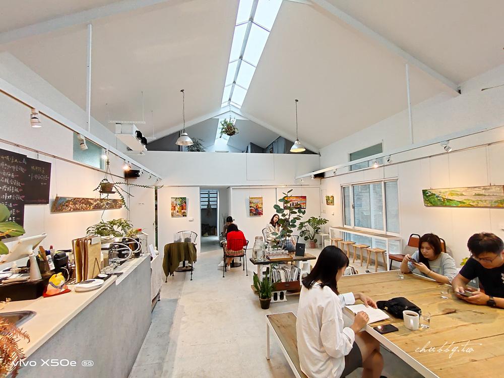 九份美食|野事草店Wild Herbs Gallery,九份老街內的藥草茶館,特色雞蛋糕,九份山城裡的秘境茶屋