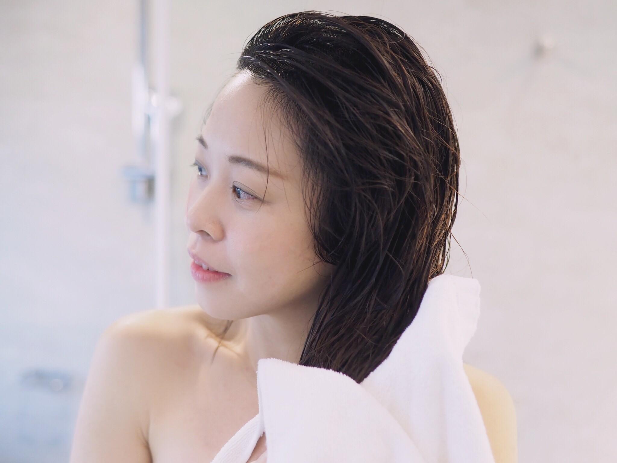 POPRORO M3護髮油推薦│我的髮尾分岔救星!輕盈免沖洗、一抹搞定染燙受損乾枯髮