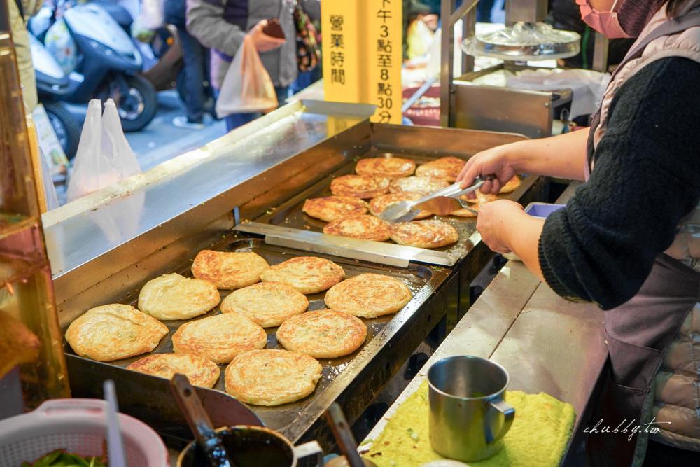 新莊忠將蔥蔬餅│美秀市場排隊美食、爆量蔬菜、酥香脆蔥抓餅、加蛋加玉米超好吃!