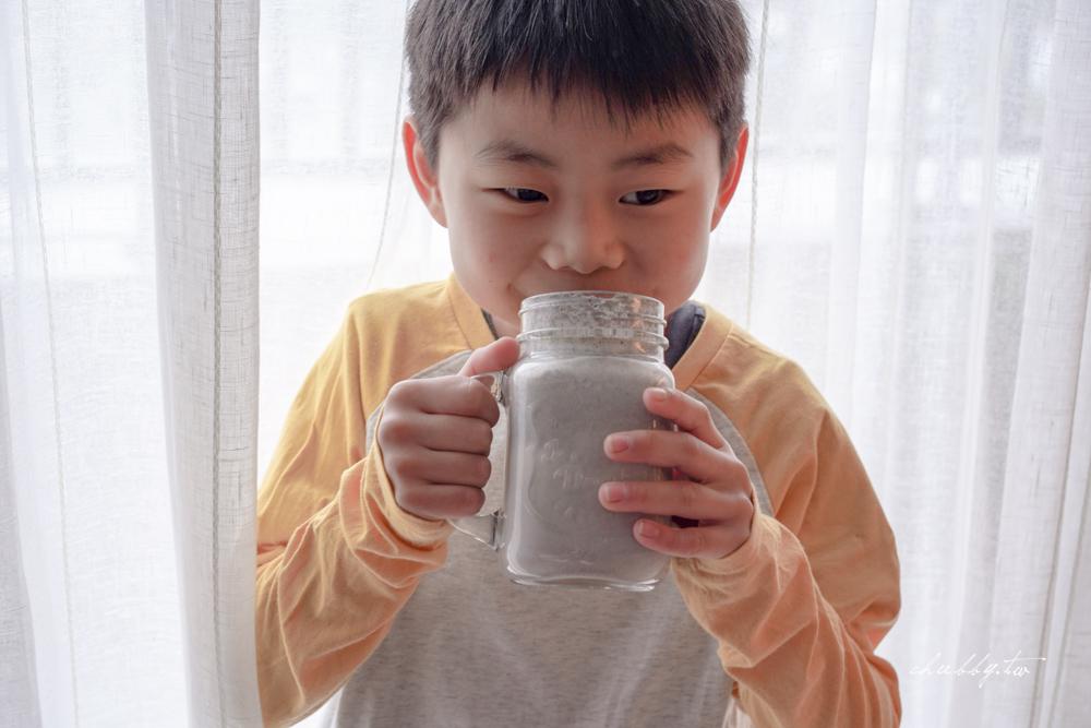 早餐這杯就足夠!芝麻核桃奶做法,滋補強身又增強體力,適合動腦學生或上班族的快速早餐