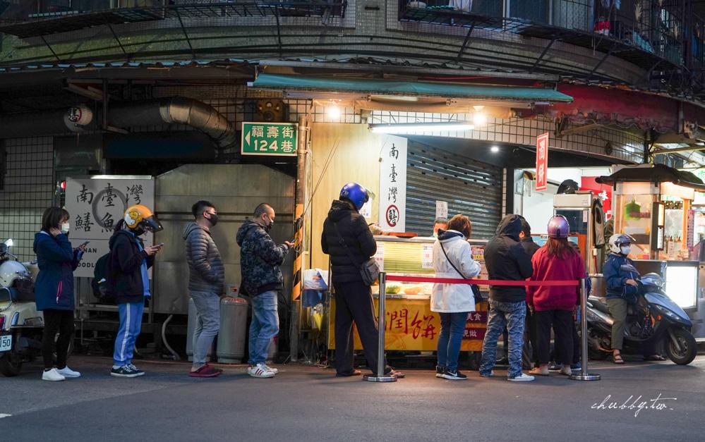【新莊美食】百香潤餅,新莊知名排隊潤餅:有芥末跟辣味的百香潤餅,用福源花生粉難怪這麼好吃!