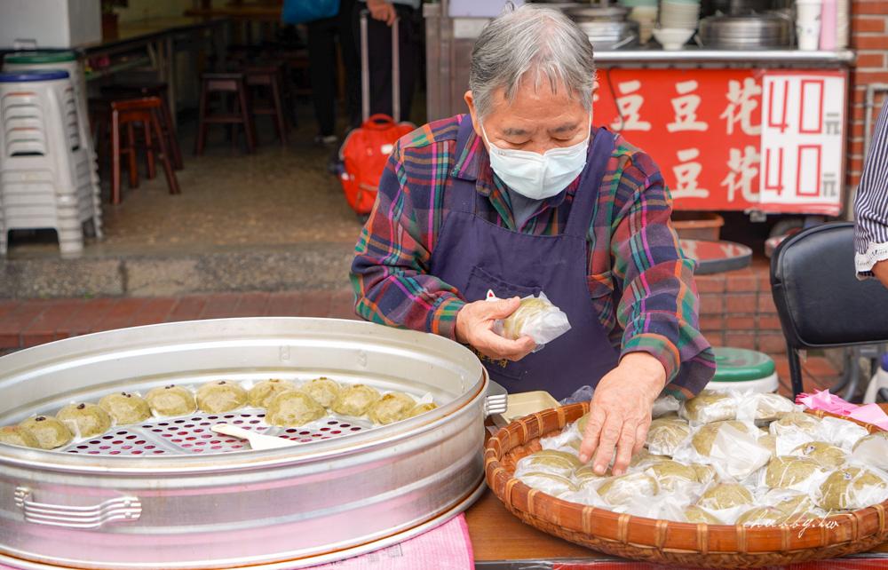 【鶯歌美食】鶯歌草仔粿,鶯歌老街必吃美食,阿嬤ㄟ豆花門口超美味草仔粿