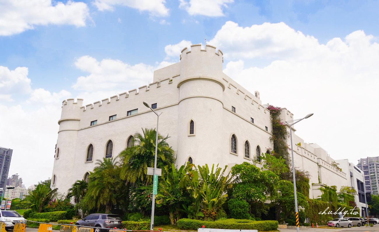 芭蕾城市渡假旅店,台中住宿推薦:全台唯一的叢林城堡主題房開箱!45坪超大空間、把攀岩場搬到房間內、睡在吉普車上、還有KTV歡唱