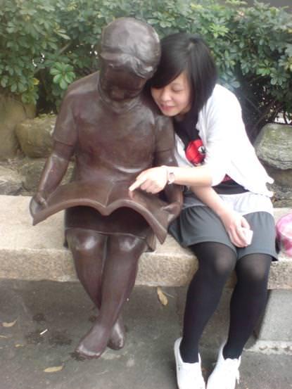 圖書館的小女孩